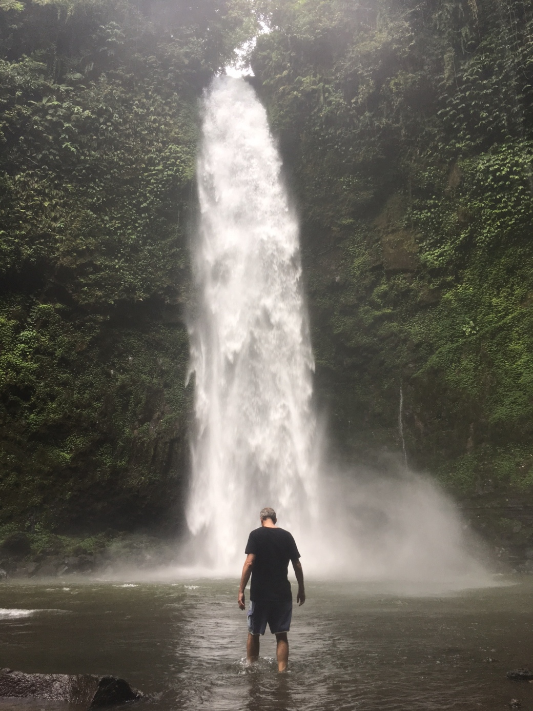 bali-waterfall-walking-away-nov-2016