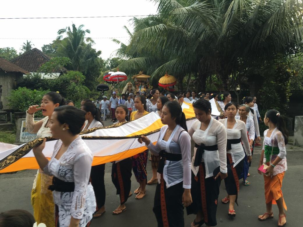 bali_barong_procession_oct2016