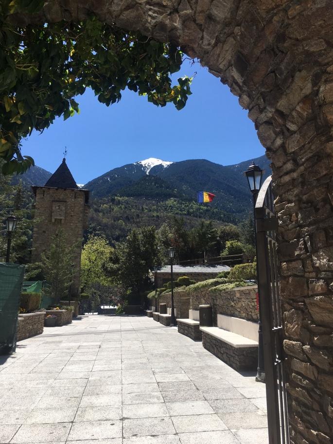 Andorra_MtnFlag