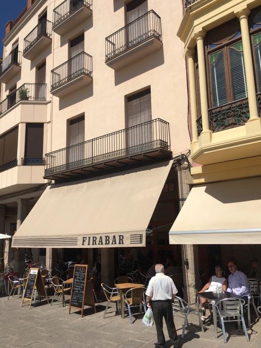 Cardona_Cafeoutside