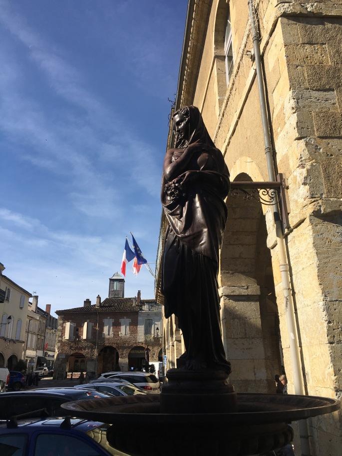 fr3_statuemarket