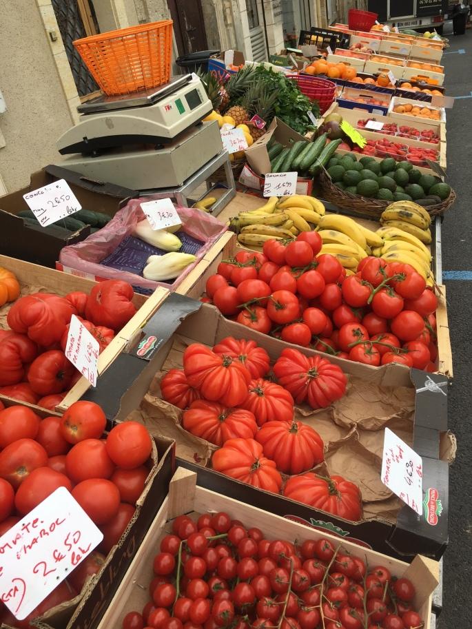 fr_marketTomatoes.jpg